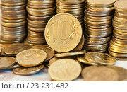 Купить «10 рублей и много десятикопеечных монет», фото № 23231482, снято 9 июля 2016 г. (c) Екатерина Овсянникова / Фотобанк Лори