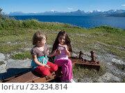 Купить «Дети играют в  Евенесе, Норвегии на месте сражений», фото № 23234814, снято 26 июля 2010 г. (c) Tamara Sushko / Фотобанк Лори