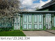 Деревянные ворота сельского дома (2016 год). Стоковое фото, фотограф Анна Сапрыкина / Фотобанк Лори