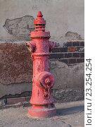 Старый немецкий пожарный гидрант на улице Калининграда (2016 год). Стоковое фото, фотограф Ксения Семенова / Фотобанк Лори