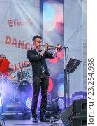 Купить «Трубач. Ежегодный Международный фестиваль джаза и блюза в Санкт-Петербурге», фото № 23254938, снято 2 июля 2016 г. (c) Герман Сивов / Фотобанк Лори