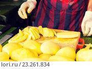 Купить «close up of cook hands and mango at street market», фото № 23261834, снято 7 февраля 2015 г. (c) Syda Productions / Фотобанк Лори