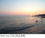 Купить «Купание в море на закате, солнечная дорожка, рыбаки на пирсе», фото № 23262846, снято 8 июля 2015 г. (c) DiS / Фотобанк Лори
