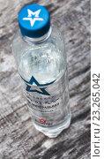 """Купить «Минеральная вода """"Армейская"""" в пластиковой бутылке 0,5 литра», эксклюзивное фото № 23265042, снято 5 июня 2016 г. (c) Алёшина Оксана / Фотобанк Лори"""