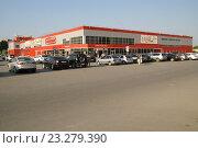 Купить «Гипермаркет Магнит в Энгельсе», фото № 23279390, снято 16 июля 2016 г. (c) Pavel Denisov / Фотобанк Лори
