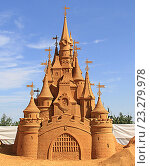 Песчаные скульптуры. Замок спящей красавицы. Выставка в Коломенском парке (2016 год). Редакционное фото, фотограф Алексей Сварцов / Фотобанк Лори
