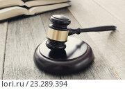 Купить «Судейский молоток и книги на столе», фото № 23289394, снято 15 февраля 2016 г. (c) Sergejs Rahunoks / Фотобанк Лори