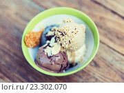 close up of ice cream in bowl on table. Стоковое фото, фотограф Syda Productions / Фотобанк Лори