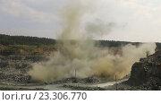 Купить «Взрыв скалы в открытом карьере по добычи камня и щебня», видеоролик № 23306770, снято 25 июня 2018 г. (c) Евгений Ткачёв / Фотобанк Лори