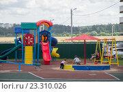Детская площадка в новом микрорайоне (2016 год). Редакционное фото, фотограф Малахов Алексей / Фотобанк Лори