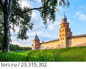 Купить «Башни и стены кремля в Великом Новгороде летом», фото № 23315302, снято 22 июня 2016 г. (c) Зезелина Марина / Фотобанк Лори