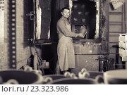 Купить «positive male with black-glazed ceramic vase standing close to kiln», фото № 23323986, снято 28 января 2020 г. (c) Яков Филимонов / Фотобанк Лори