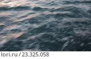 Купить «Морские волны в движении и в закатном свете», видеоролик № 23325058, снято 29 июля 2016 г. (c) Иван Карпов / Фотобанк Лори