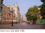 Купить «Улица Арбат в Москве», фото № 23325130, снято 24 июля 2016 г. (c) Алексей Назаров / Фотобанк Лори