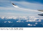 Крыло самолета в небе, Финляндия (2016 год). Редакционное фото, фотограф Ноева Елена / Фотобанк Лори
