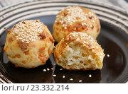 Купить «Три бразильские сырные булочки Пау-ди-Кейжу (Pao de queijo)», эксклюзивное фото № 23332214, снято 12 июля 2016 г. (c) Dmitry29 / Фотобанк Лори