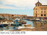 Купить «Причал лодок в Сиракузах (Италия, остров Сицилия)», фото № 23336978, снято 4 июня 2016 г. (c) Хименков Николай / Фотобанк Лори