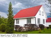 Купить «Дом на дачном участке», фото № 23357602, снято 2 августа 2016 г. (c) Victoria Demidova / Фотобанк Лори