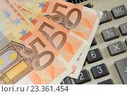 Купить «Купюры евро лежат на калькуляторе. Бизнес-натюрморт с предметами бизнеса», эксклюзивное фото № 23361454, снято 18 июня 2016 г. (c) Юрий Морозов / Фотобанк Лори