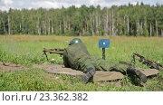 Купить «Солдат с пулеметом в поле», видеоролик № 23362382, снято 6 августа 2016 г. (c) Игорь Долгов / Фотобанк Лори