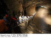 Купить «Туристы идут по тропе в Новоафонской пещере, Абхазия», эксклюзивное фото № 23370558, снято 23 июля 2016 г. (c) Алексей Гусев / Фотобанк Лори