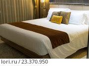 Купить «Кровать в отеле», фото № 23370950, снято 23 января 2016 г. (c) Руслан Кудрин / Фотобанк Лори