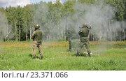 Купить «Солдат стреляет из противотанкового гранатомета», видеоролик № 23371066, снято 8 августа 2016 г. (c) Игорь Долгов / Фотобанк Лори