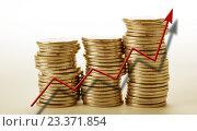 Купить «Красная стрелка вверх на фоне столбиков монет», фото № 23371854, снято 3 августа 2016 г. (c) Александр Калугин / Фотобанк Лори