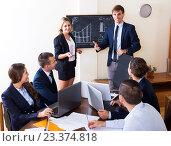 Boss with subordinate officials discussing. Стоковое фото, фотограф Яков Филимонов / Фотобанк Лори