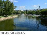 Купить «Лианозовские пруды в Лианозовском парке культуры и отдыха в Москве», эксклюзивное фото № 23375870, снято 6 августа 2016 г. (c) lana1501 / Фотобанк Лори