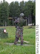 Купить «Солдат стреляет из противотанкового гранатомета», фото № 23376110, снято 4 августа 2016 г. (c) Игорь Долгов / Фотобанк Лори