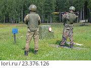 Купить «Солдат стреляет из противотанкового гранатомета», фото № 23376126, снято 4 августа 2016 г. (c) Игорь Долгов / Фотобанк Лори