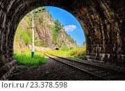 Купить «Вид из тоннеля на восток. Кругобайкальская железная дорога. 124 км», фото № 23378598, снято 29 июля 2016 г. (c) Виктор Никитин / Фотобанк Лори