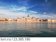 Купить «Венгерский парламент, Будапешт», фото № 23385186, снято 18 августа 2012 г. (c) Наталья Волкова / Фотобанк Лори