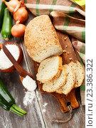 Купить «Хлеб с цукини и луком. Домашняя выпечка», фото № 23386322, снято 12 августа 2016 г. (c) Надежда Мишкова / Фотобанк Лори