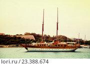 Купить «Yacht against Manoel island. Malta», фото № 23388674, снято 13 декабря 2010 г. (c) Яков Филимонов / Фотобанк Лори