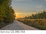 Купить «Сельская грунтовая дорога вдоль железнодорожный путей», фото № 23390154, снято 23 сентября 2014 г. (c) Евгений Дробжев / Фотобанк Лори