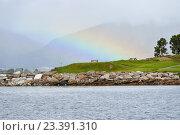 Купить «Северный пейзаж с радугой в тумане. Тромсё, Норвегия», фото № 23391310, снято 15 июля 2016 г. (c) Валерия Попова / Фотобанк Лори