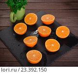 Купить «Половинки апельсинов на столе», фото № 23392150, снято 10 августа 2016 г. (c) Александр Лычагин / Фотобанк Лори