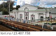 Железнодорожный вокзал станции Тучково (2016 год). Редакционное фото, фотограф Victoria Demidova / Фотобанк Лори