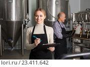 Купить «Female worker on beer brewery», фото № 23411642, снято 14 июля 2020 г. (c) Яков Филимонов / Фотобанк Лори