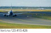 Купить «SunExpress Boeing 737 taxiing», видеоролик № 23413426, снято 4 сентября 2015 г. (c) Игорь Жоров / Фотобанк Лори