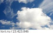 Купить «Красивые белые кучевые облака двигаются на фоне голубого неба», видеоролик № 23423846, снято 9 июля 2016 г. (c) Валерий Гусак / Фотобанк Лори