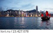Купить «Вид на Гонконг ночью», видеоролик № 23427078, снято 24 октября 2014 г. (c) Elnur / Фотобанк Лори