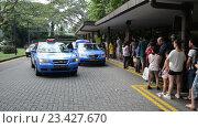 Купить «Стоянка такси в одном из азиатских городов», видеоролик № 23427670, снято 23 октября 2014 г. (c) Elnur / Фотобанк Лори