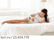 Купить «happy pregnant woman lying in bed at home», фото № 23434170, снято 20 мая 2016 г. (c) Syda Productions / Фотобанк Лори
