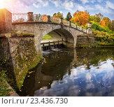 Купить «Мост Висконти в Павловске с отражением в реке осенним днем», фото № 23436730, снято 24 сентября 2015 г. (c) Baturina Yuliya / Фотобанк Лори