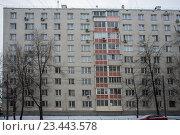 Фрагмент современного жилого дома зимой. Стоковое фото, фотограф Малахов Алексей / Фотобанк Лори
