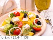 Греческий салат. Стоковое фото, фотограф Андрей Маслаков / Фотобанк Лори