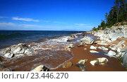 Купить «Озеро Байкал летом. Живописный песчаный берег с белыми камнями в солнечный день», видеоролик № 23446270, снято 29 августа 2016 г. (c) Виктория Катьянова / Фотобанк Лори
